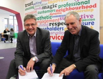 Alan signing contract with Red Kite